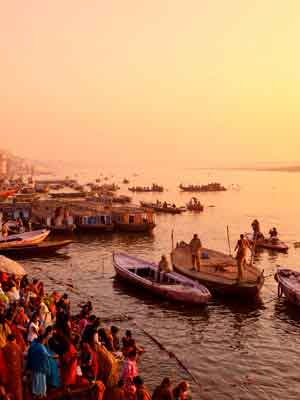 Private-Boat-Ride-On-The-Ganges-indian-panorama