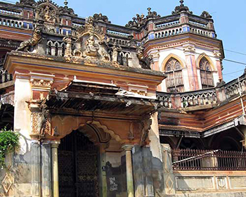 Grand old mansions in Kannudakathan