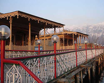Srinagar Dal Lake Houseboat