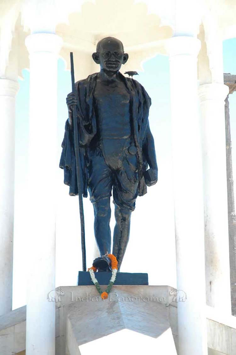 Gandhiji Statue, Pondicherry