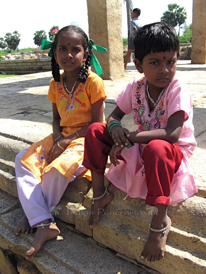 Kids at Gangaikondacholapuram Temple