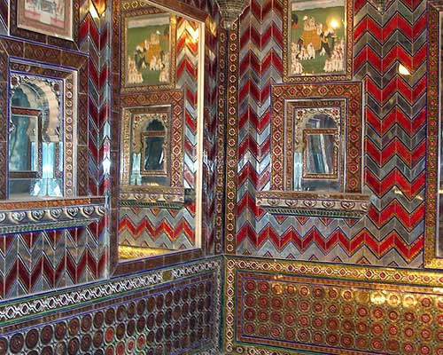 Glass mosaic walls in City Palace