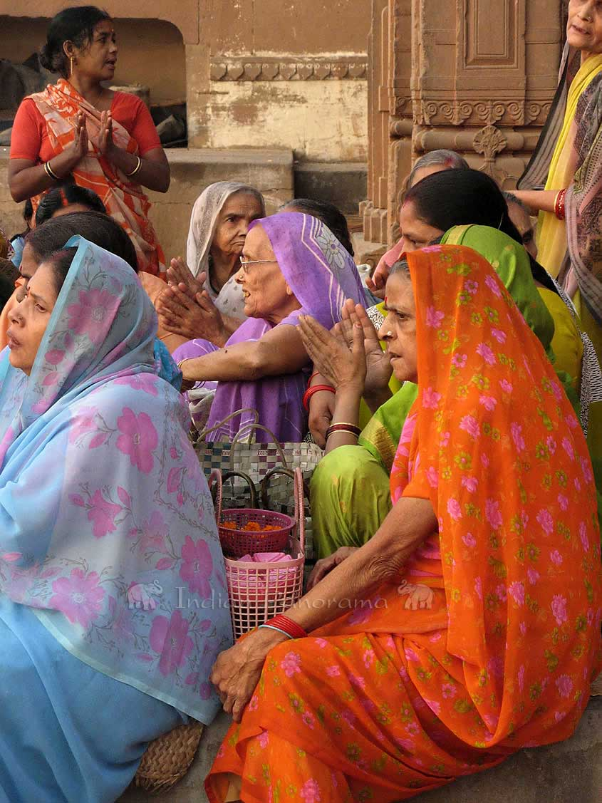Group of women singing in Varanasi old city