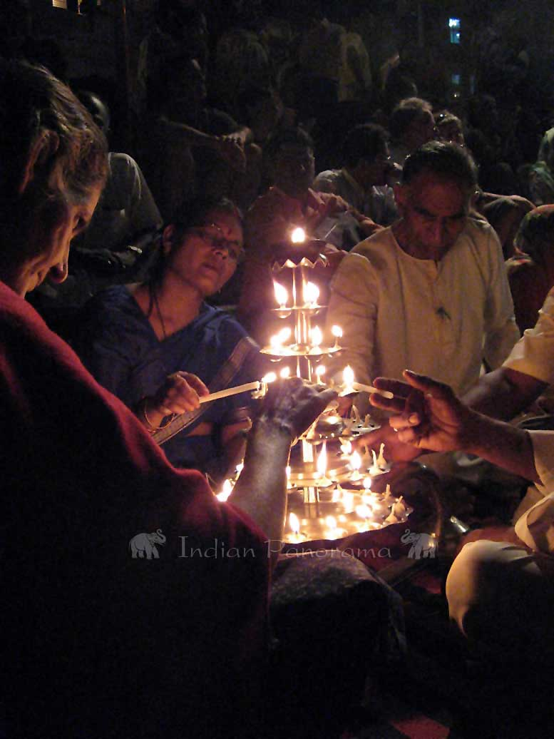 Hallowed Ganga Aarti Ceremonies To The Sacred River Ganges