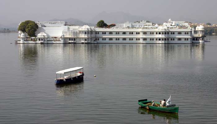 boat-ride-at-lake-pichola