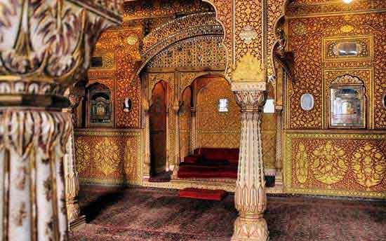 maharajah-india-jaisalmer-throne-palace-rajastan