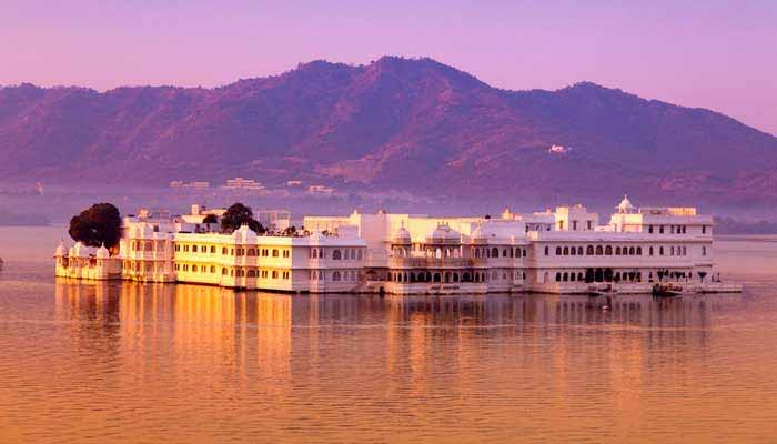 palace-on-wheel-tour-packages