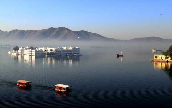 picturesque-lake-pichola-rajasthan
