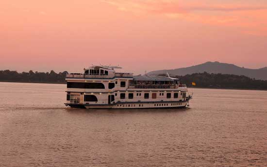 riverboat-cruise-calcutta